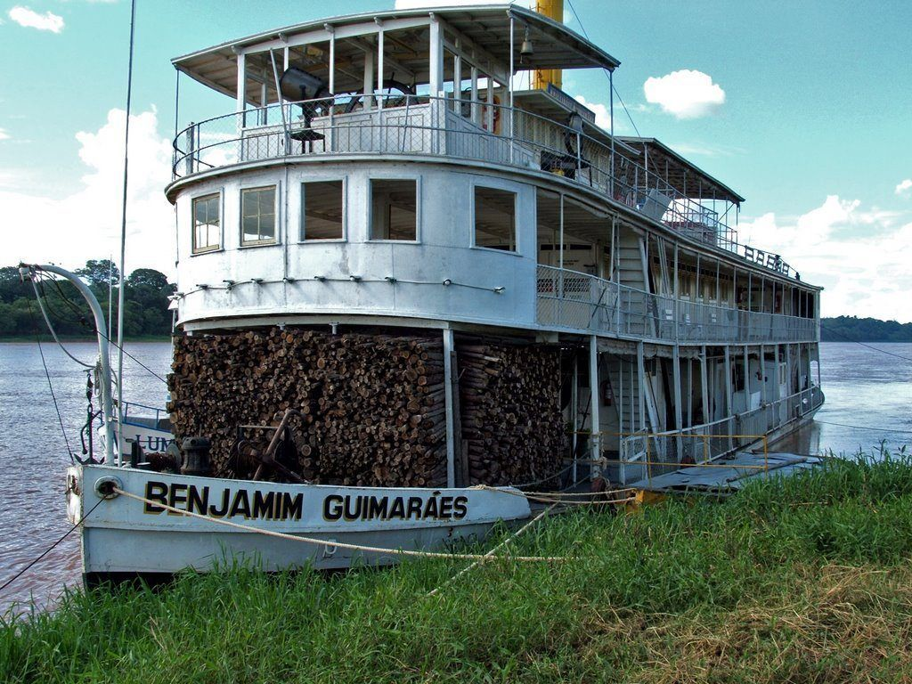 barco en el rio san francisco